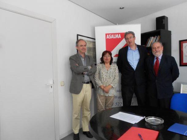 Reunión de miembros de la junta directiva de Asalma con Montserrat Muñoz