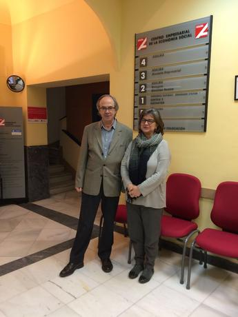 Paloma López, eurodiputada por la lista de la Izquierda Plural, se reune con el gerente de ASALMA