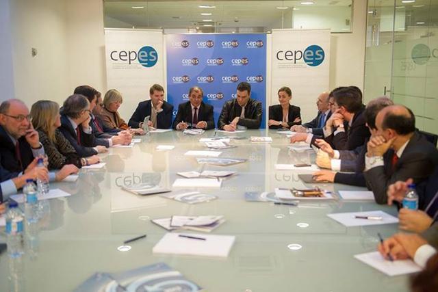 Reunión de Pedro Sánchez con la Junta Directiva de CEPES